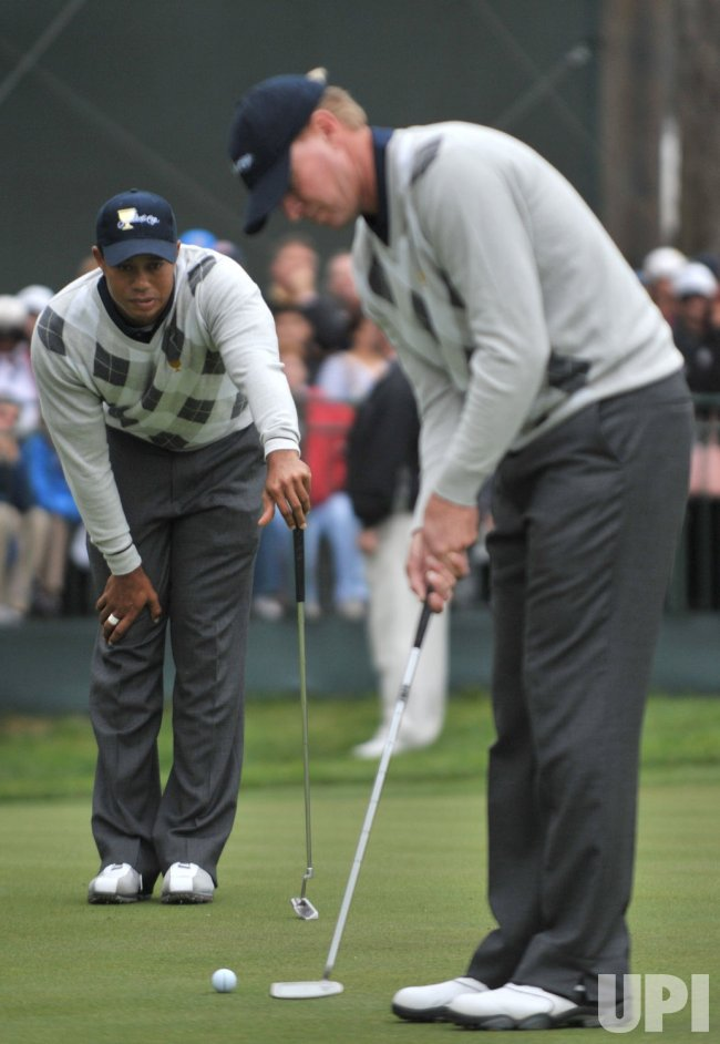 Tiger Woods and Steve Stricker line up a putt during the third round of the 2009 Presidents Cup in San Francisco