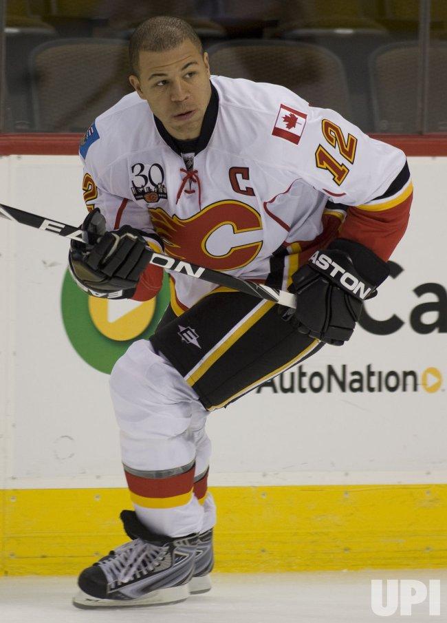 Flames Captain Iginla Skates in Denver