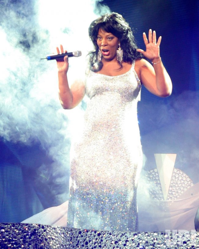 DONNA SUMMER PERFORMS IN CONCERT