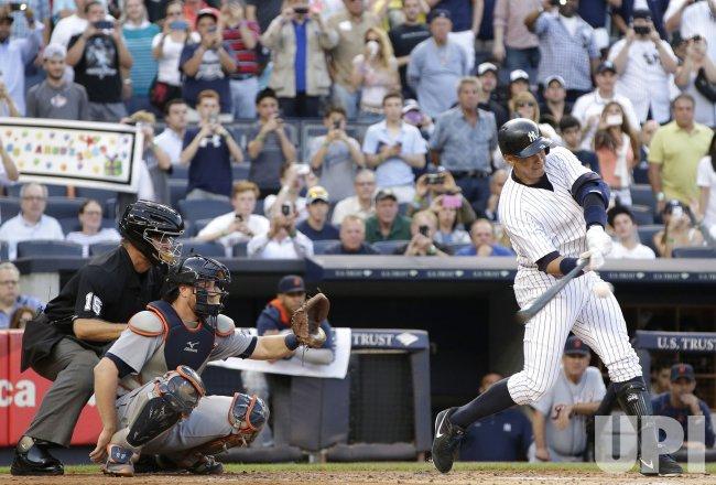 New York Yankees Alex Rodriguez hits 3000th career hit