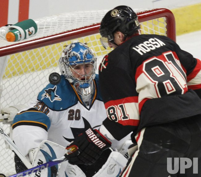 Sharks' Nabokov makes a save against the Blackhawks in Chicago
