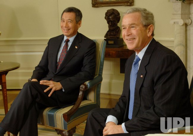 BUSH WELCOMES PM OF SINGAPORE