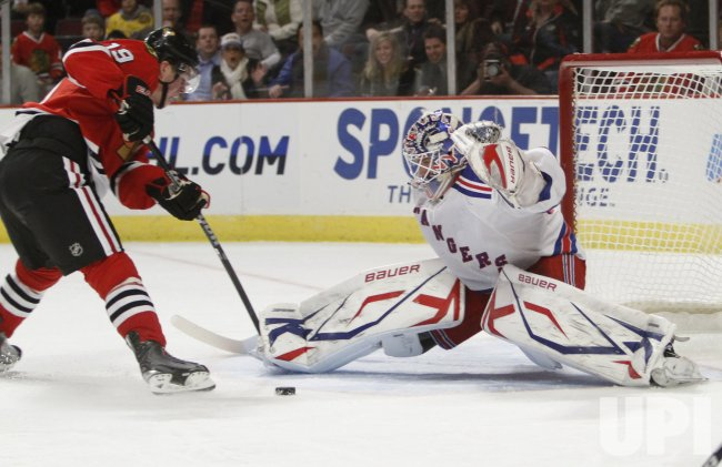 Rangers' Lundqvist makes a save against the Blackhawks in Chicago