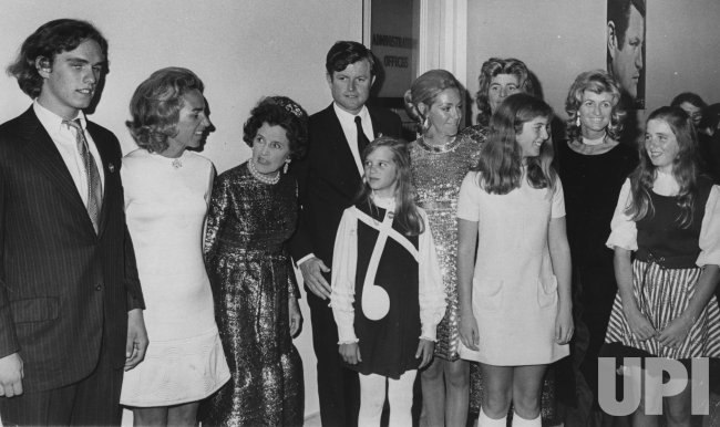 Members of Kennedy clan pose with Ted Kennedy