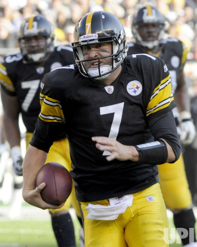 Steelers Roethlisberger Scores 16 yard Touchdown in Pittsburgh