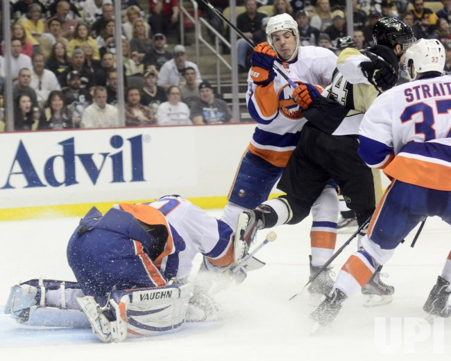 Islanders Goalie Evgeni Nabokov in Pittsburgh