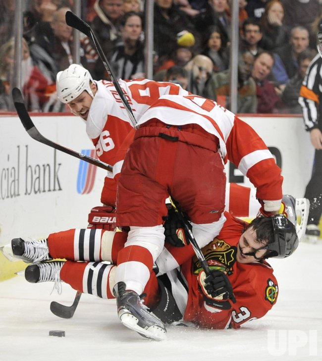 Red Wings Zetterberg takes out Blackhawks Bolland in Chicago