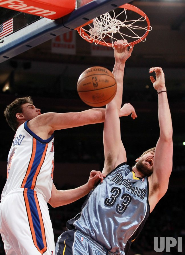New York Knicks Danilo Gallinari and Memphis Grizzlies Mac Gasol (33) at Madison Square Garden