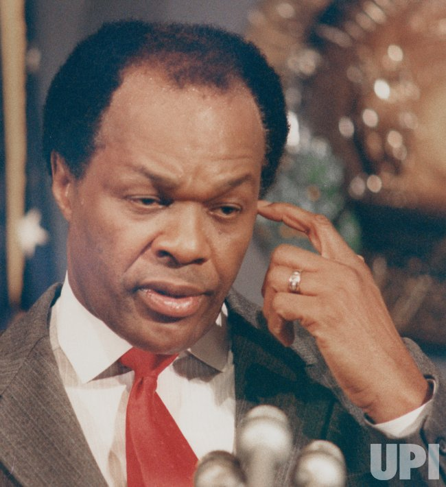 DC Mayor Marion Barry addresses the National Press Club