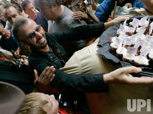 Ringo Starr greets fans in Chicago