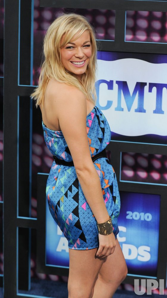 LeAnn Rimes arrives at the CMT Awards in Nashville