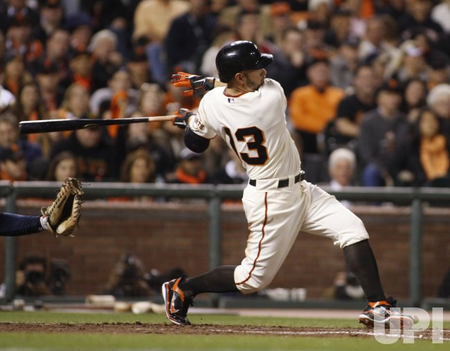 Giants knocks in the winning run against the Braves in San Francisco