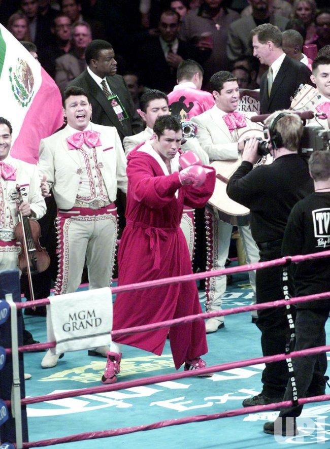 Oscar De La Hoya wins title