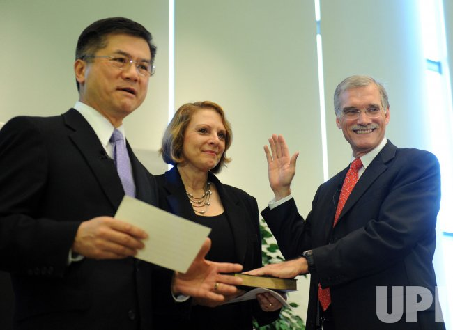 Robert Groves sworn in as Census Bureau chief in Maryland