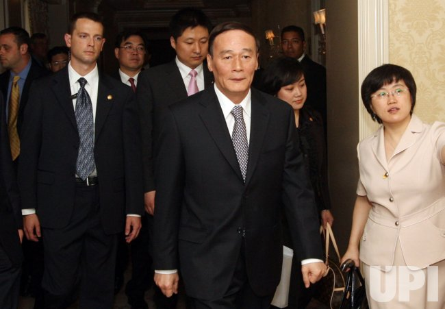 Chinese Vice Premier visits St. Louis to explore air cargo hub, commercial ties