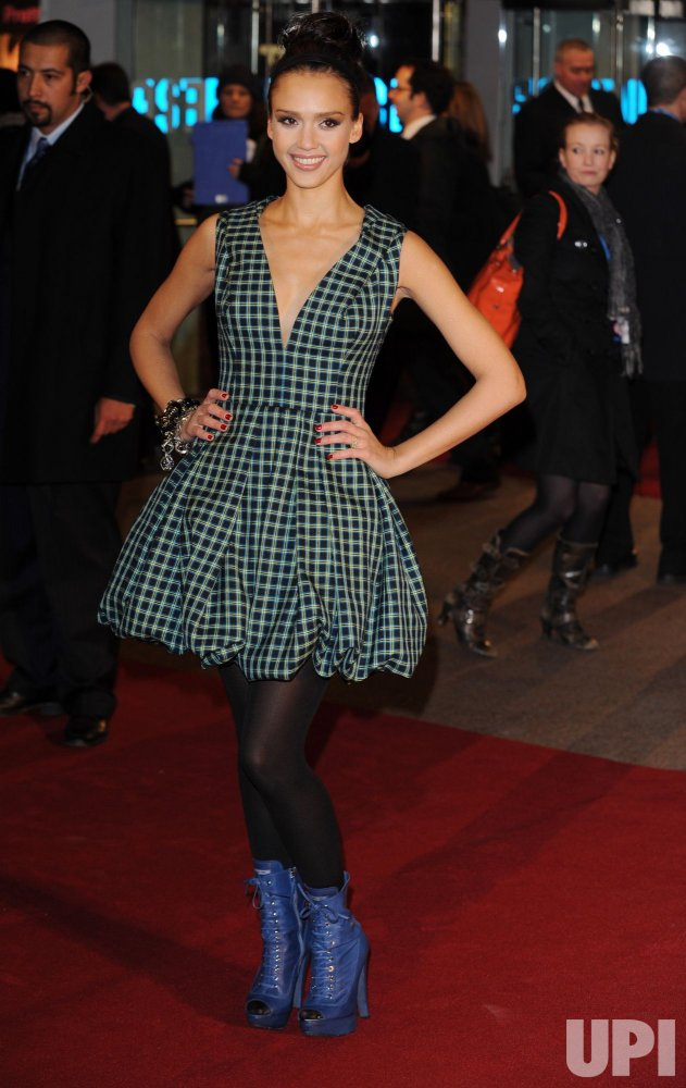 """Jessica Alba attends """"Valentine's Day"""" premiere"""