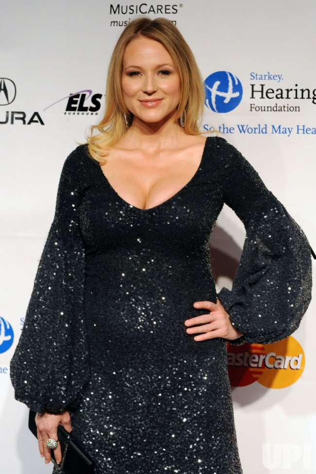Jewel Kilcher arrives at the MusiCares Person of the Year tribute in Los Angeles