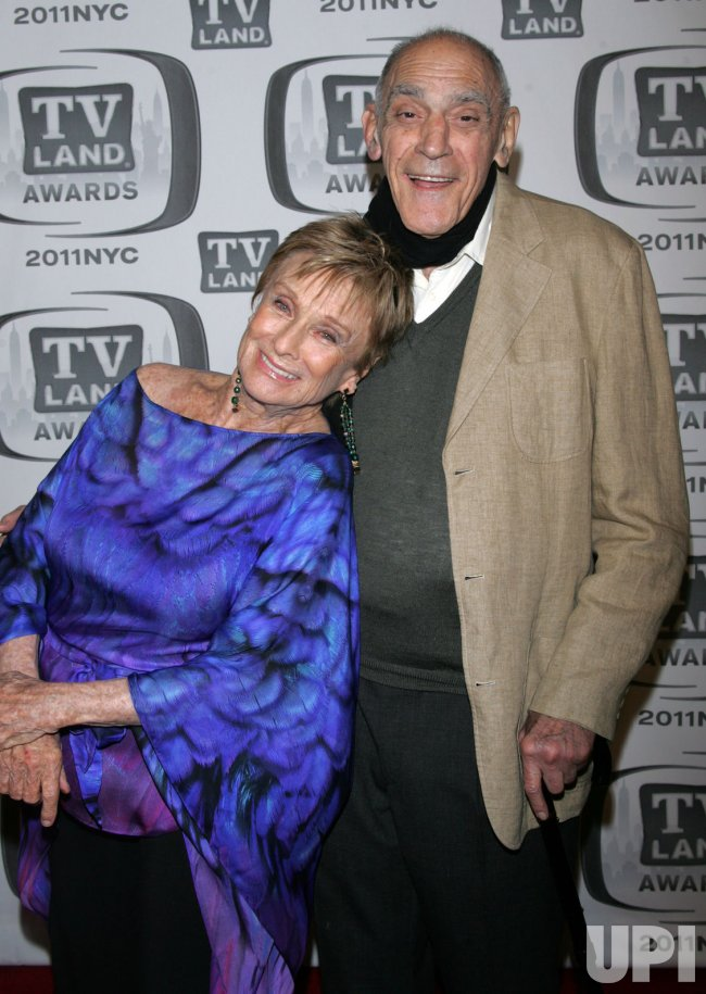Abe Vigoda and Chloris Leachman arrive for the TV Land Awards in New York