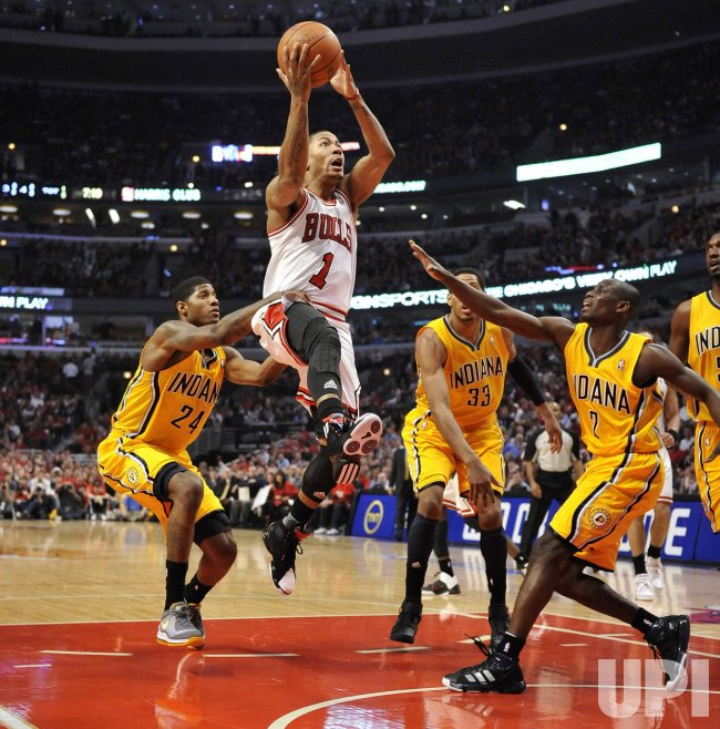 Bulls Rose shoots as Pacers George Granger and Collision defend in Chicago