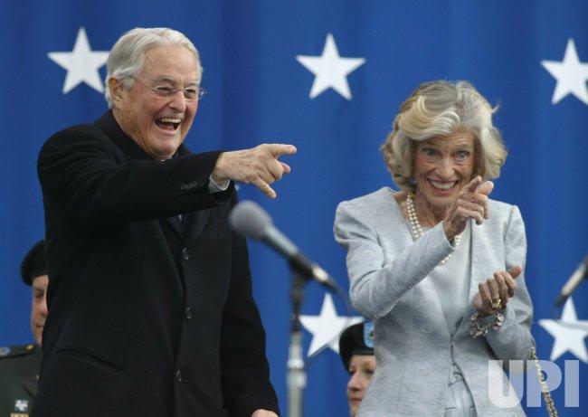 SCHWARZENEGGER TAKES OATH OF OFFICE AS CALIFORNIA GOVERNOR ...
