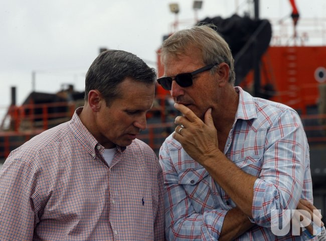 Actor Kevin Costner sells oil-collecting machines to BP