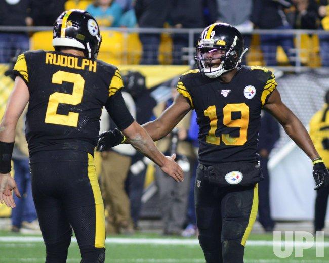 Steelers JuJu Smith-Schuster Pulls in Touchdown Pass