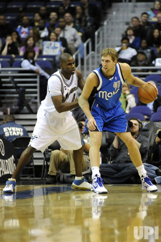 Dirk Nowitzki works to the Basket in Washington