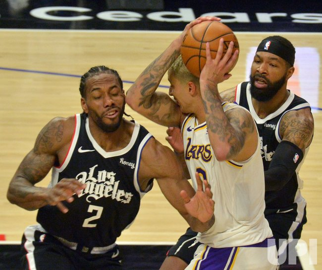 Clippers 'Get Moving' and Show Championship-Contending Skills in Dominating Lakers