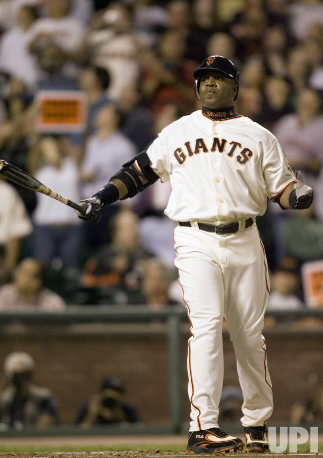 BARRY BONDS PLAYS LAST GAME AS A SAN FRANCISCO GIANT