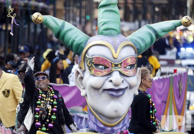 Actor Spike Lee tosses beads to the crowd on Mardi Gras day