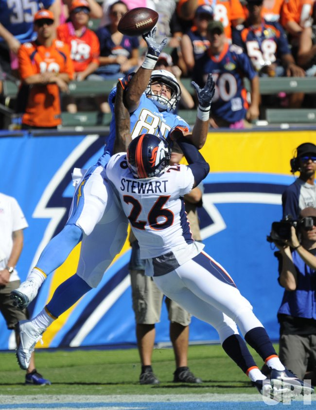 Broncos Darian Stewart breaks up a pass to Chargers Hunter Henry in Carson, California