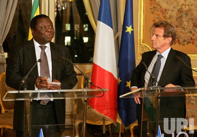 Zimbabwe opposition leader Tsvangirai and French Foreign Minister Kouchnerin speak in Paris