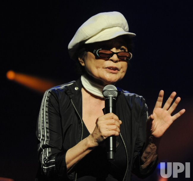 Yoko Ono Plastic Ono Band perform in London