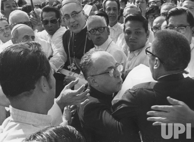 Msgr. Pasquale Macci foils assassination attempt on Pope Paul VI in Manila