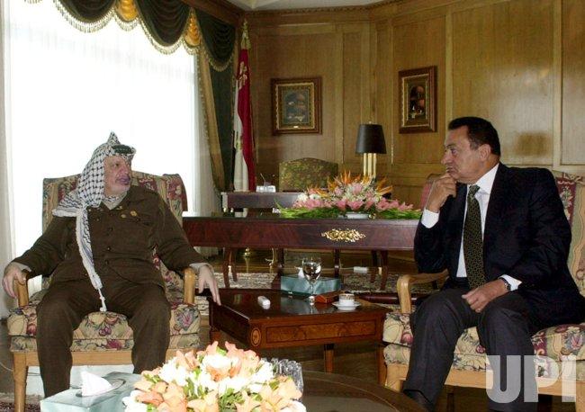 Palestinian leader Yasser Arafat meets Hosni Mubarak
