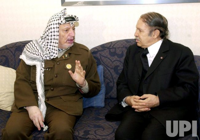 Arafat meets with Algerian president