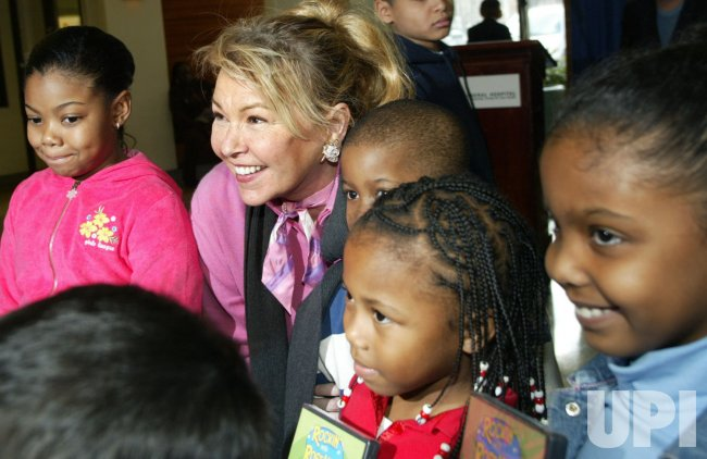 ROSANNE BARR RELEASES CHILDRENS' DVD