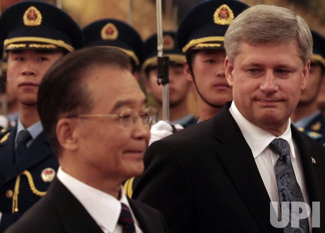 Canadian Prime Minister Harper and Chinese counterpart Wen attend welcoming ceremony in Beijing