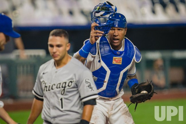 Royals Salvador Perez Tags Out White Sox Nick Madrigal