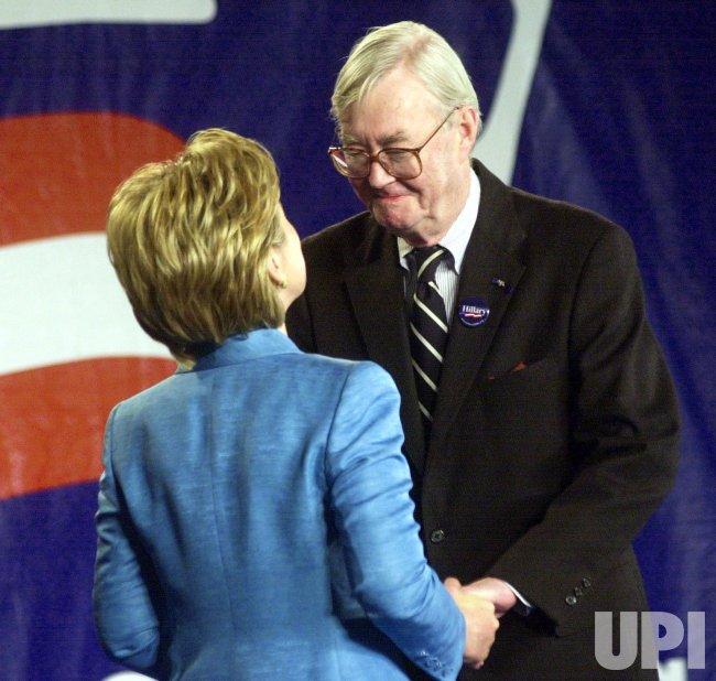 Sen. Patrick Moynihan dies at age 76