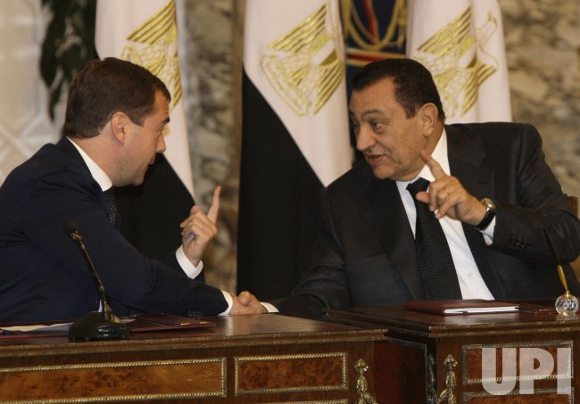 Russian President Medvedev and Egyptian President Hosni Mubarak meet in Cairo