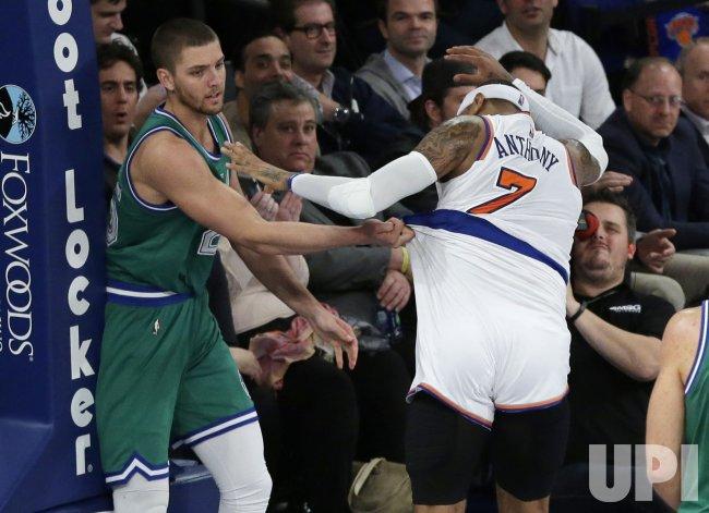 Mavericks Chandler Parsons grabs the shorts of Knicks Carmelo Anthony