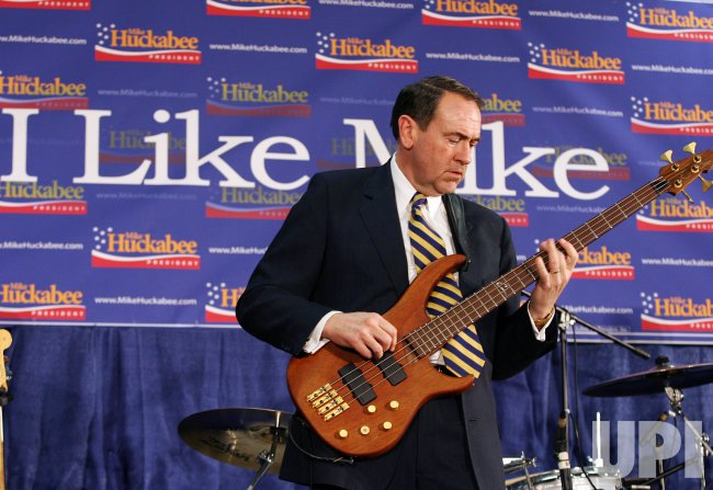 Mike Huckabee Campaigns in New Hampshire