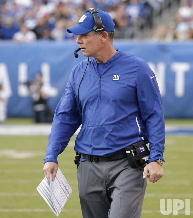 Giants head coach Pat Shurmur stands on the sidelines