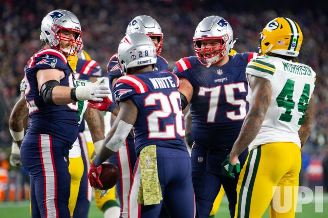 Patriots White scores against Packers
