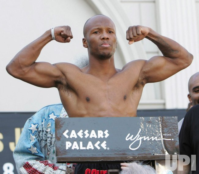 FLOYD MAYWEATHER-ZAB JUDAH WEIGH IN