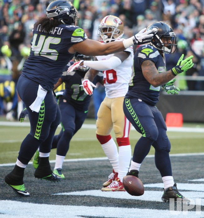 Seattle Seahawks Thomas Rawls scores two touchdowns against the 49ers in Seattle