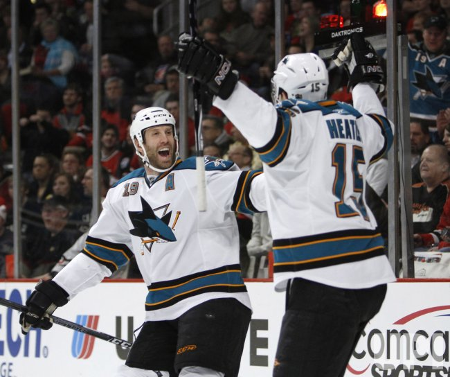 Sharks' Thornton and Heatley celebrate goal against Blackhawks in Chicago
