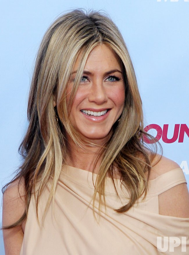 Jennifer Aniston arrives on the red carpet for the premiere of The Bounty Hunter at the Ziegfeld Theater in New York