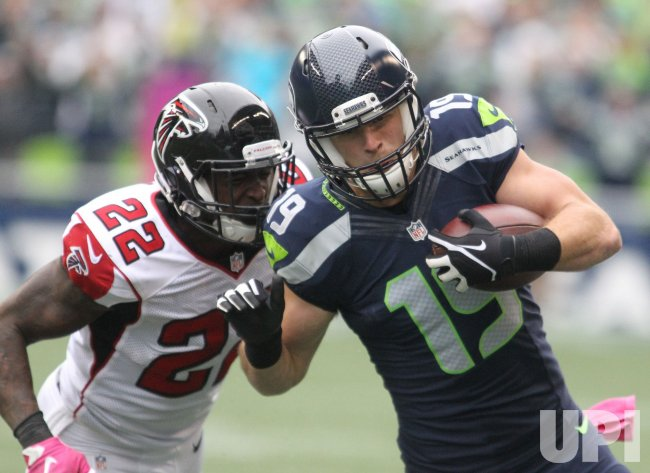 Seahawks wide receiver Jermaine Kearse catches 23-yard pass against Falcons